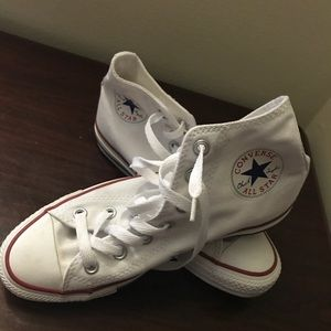 H Cut Converse. Color white. Made in Vietnam